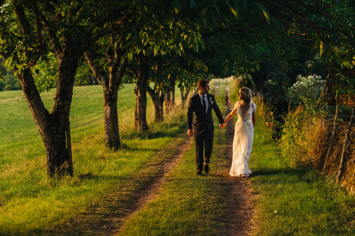 bride and groom sunset portrait at dordogne weddding