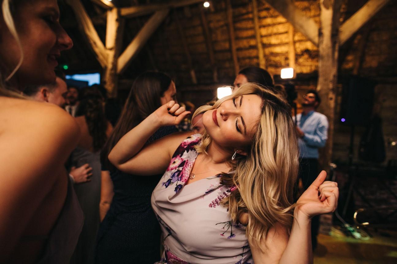 Hampshire Barn wedding in ibthorpe 108