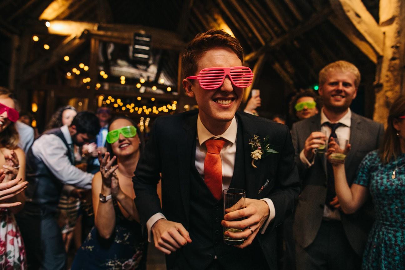 groom dancing at hampshire wedding in ibthorpe