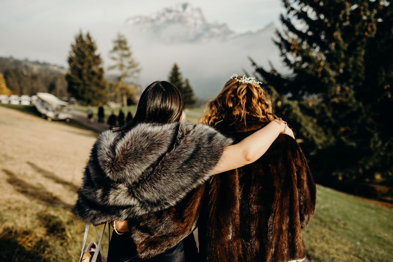 bridesmaids hugs bride before wedding