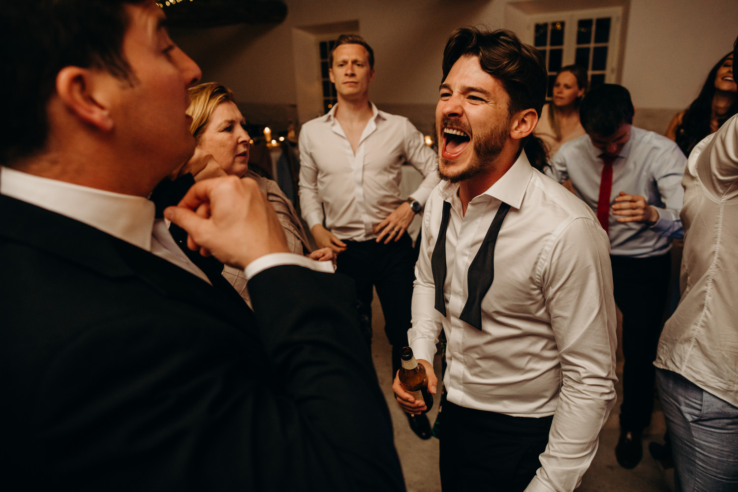 groom singing