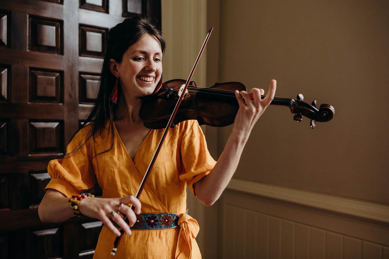 Guest plays violin