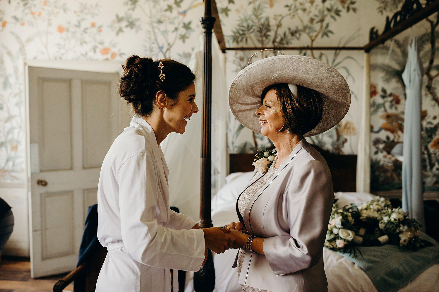 bride with mother in bridal suite
